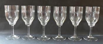 Six glasses on the stem - wedge cut